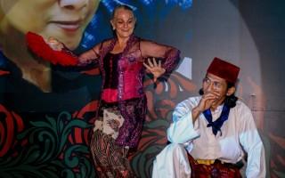Madam Rucina Ballinger performing Bali dance with Sir Khobbab (Terazam)