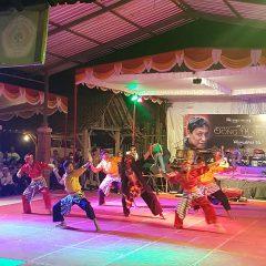 Anak-anak KPS Nusantara Muntilan perform Silat seni