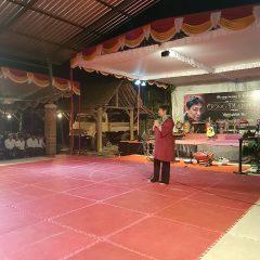 Ibu Lia mengucapkan terima kasih kepada para hadirin dan sahabat Guru O'ong Maryono