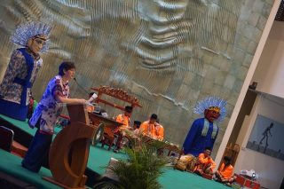 Welcome speech by Lia Sciortino, the wife of the late Master Oong Maryono