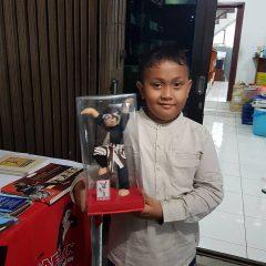 A boy with Guru O'ong puppet