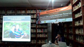 Lia presenting the life and work of Guru O'ong