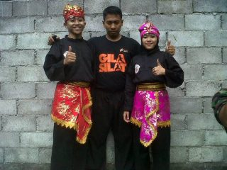 """Gila Silat"" t-shirt together with Silat costumes"